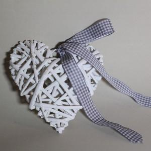 Bílé dekorační srdce přírodní