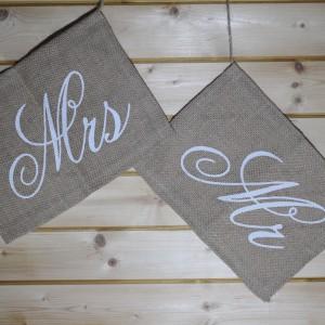 Mr & Mrs nápis na židle